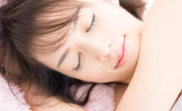 睡眠時間が足りないと甘いものが欲しくなる?