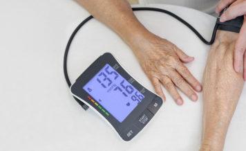 都内に住む50歳以上の方105人に聞いた!血圧高めと指摘されたことがある人は58.1%⁉