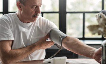 朝、血圧が高い人は要注意!?早朝高血圧とは