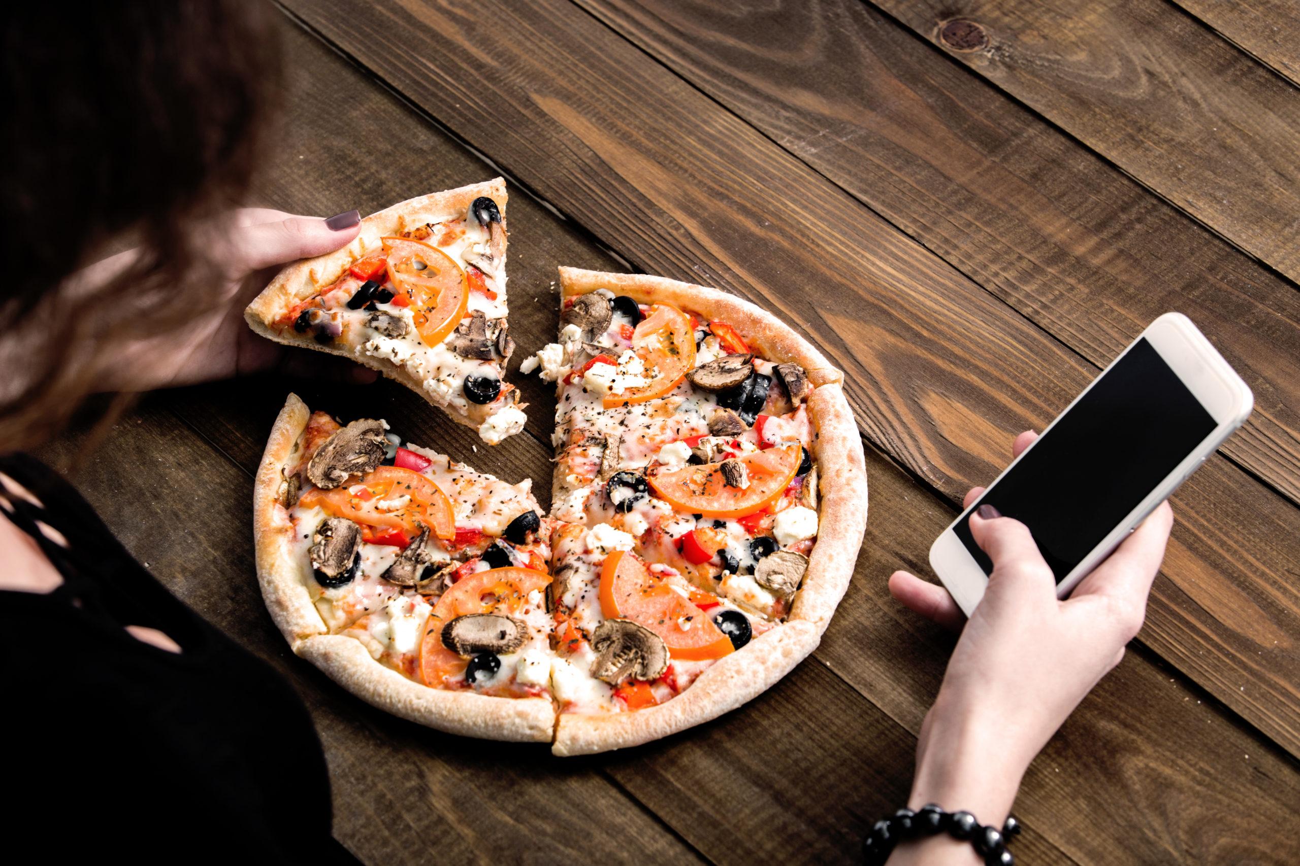 ピザ1切れのカロリーは30分のウォーキングに相当